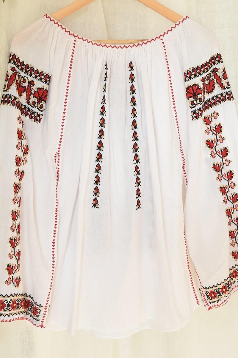 Ie Romaneasca Garoafe 3